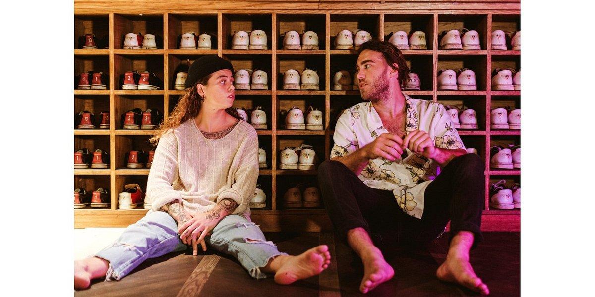 Matt Corby i Tash Sultana w błogim Talk It Out