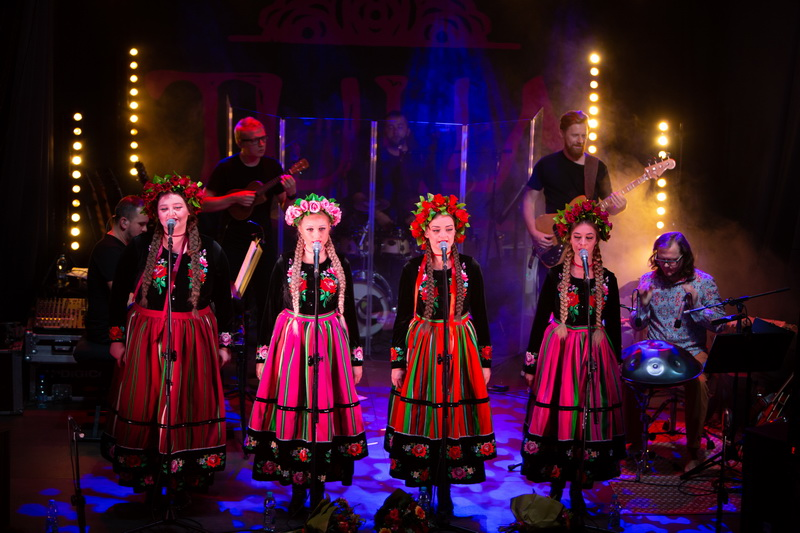 Tulia: Tworzymy i śpiewamy muzykę dla ludzi a nie dla laurów.  Niech się dzieje co ma się dziać!