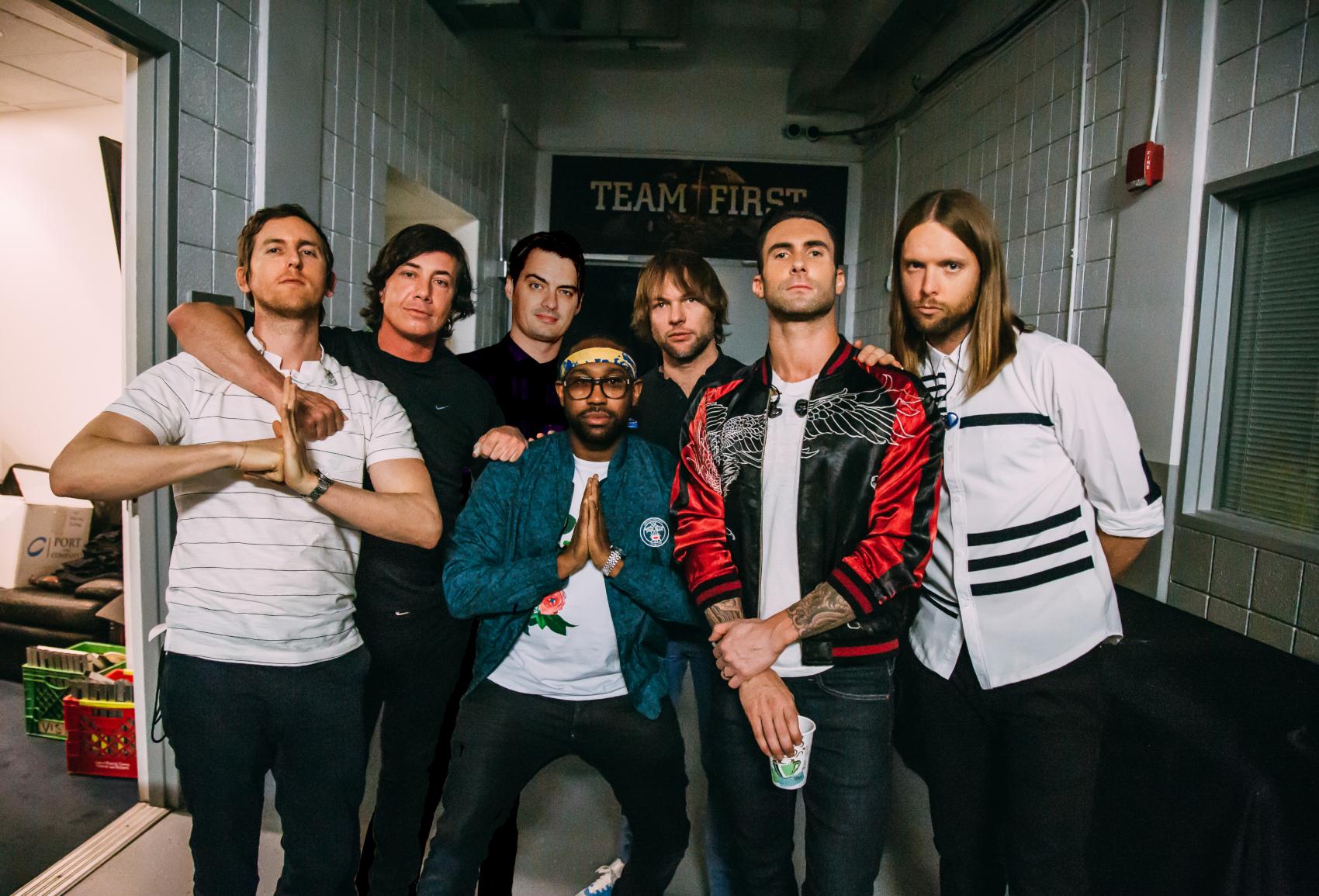 Maroon 5 z klipem do Memories