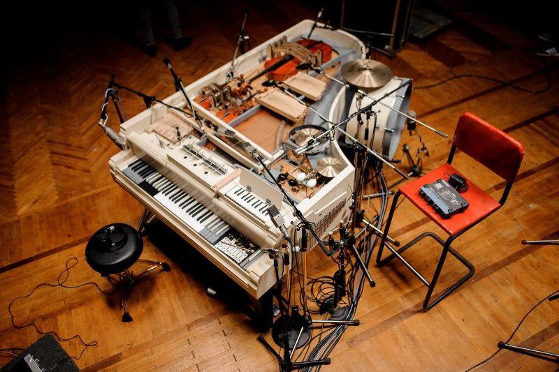 Niesamowity fortepian zbudowany z ponad 20 instrumentów!