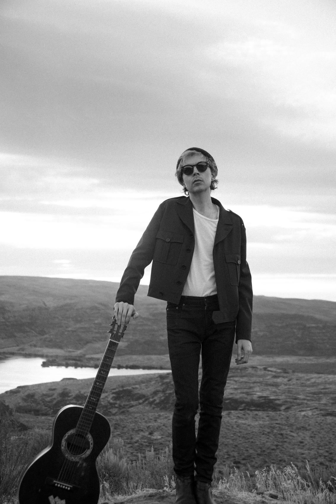Beck zapowiada nową płytę utworem Dark Places