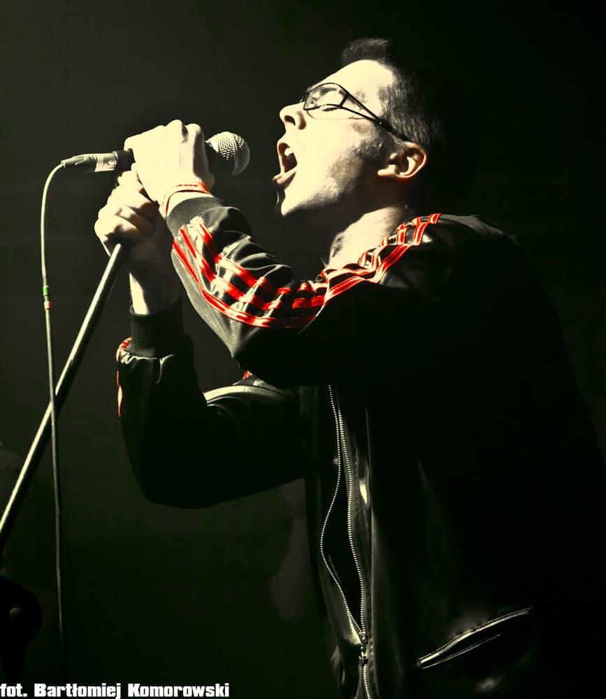 Nowy wokalista i utwór Carrion